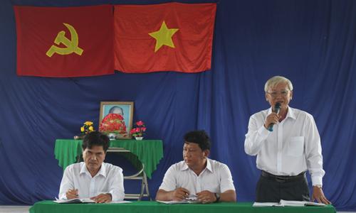 Chủ tịch UBND huyện Châu Thành Huỳnh Văn Bé Hai phát biểu tại buổi tiếp xúc cử tri.
