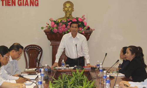 Chủ tịch UBND tỉnh Lê Văn Hưởng phát biểu kết luận tại buổi làm việc.