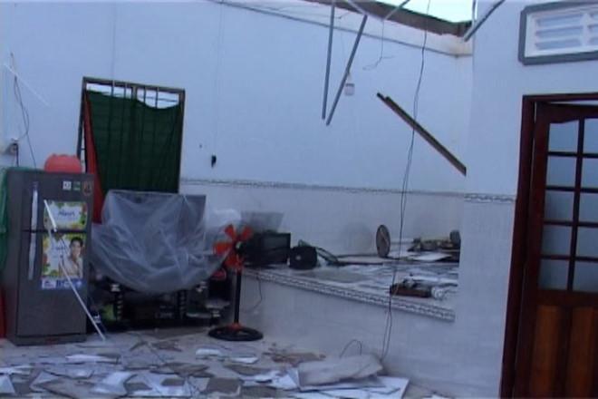 Một căn nhà tan hoang sau khi trận lốc xoáy đi qua.