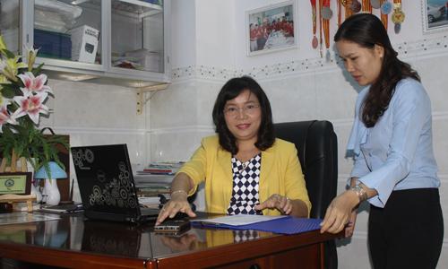 Chị Nguyễn Thị Thúy Diễm (người ngồi).