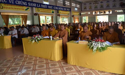 Đại diện các Sở, ban ngành tỉnh và tăng, ni tham dự hội nghị