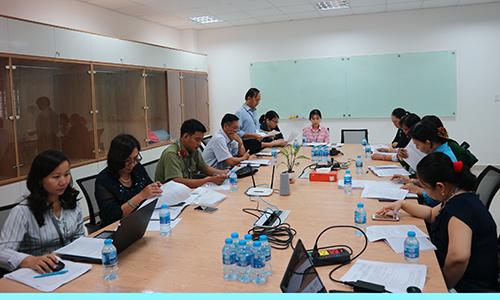 Đoàn giám sát làm việc với Công ty TNHH KNITPASSION