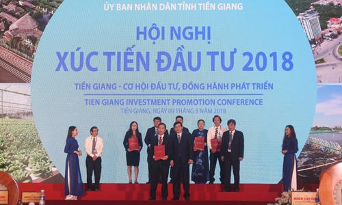 Cam kết hỗ trợ tín dụng giữa ngân hàng và doanh nghiệp tại Hội nghị XTĐT vừa qua.                                     Ảnh: MINH THÀNH