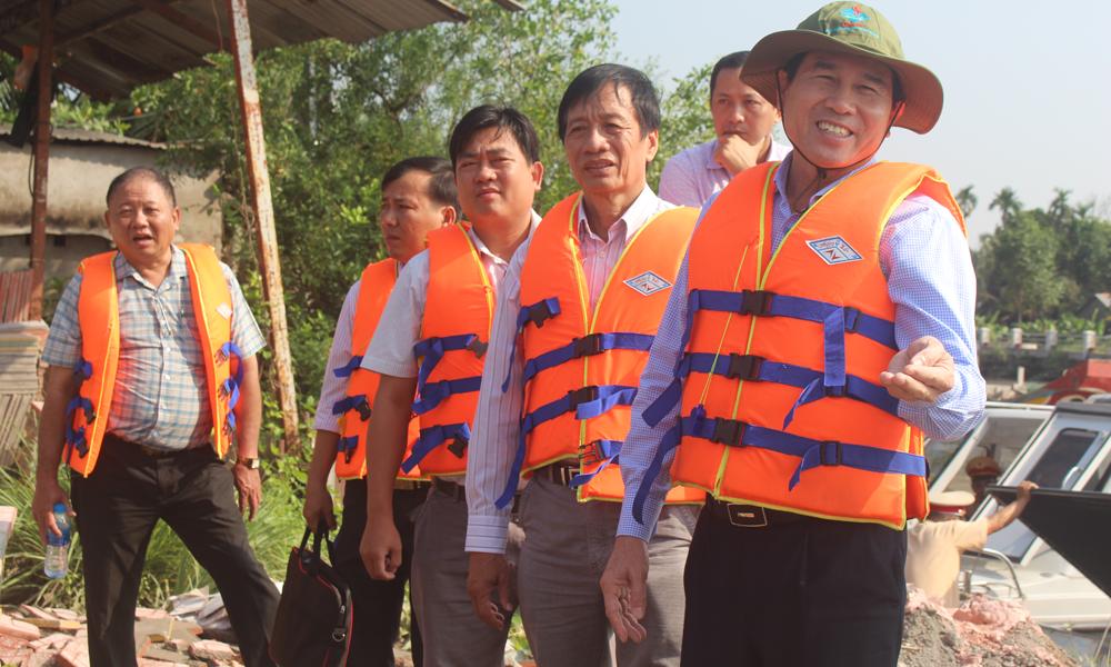 Chủ tịch UBND tỉnh Lê Văn Hưởng khảo sát dọc sông Bảo Định.
