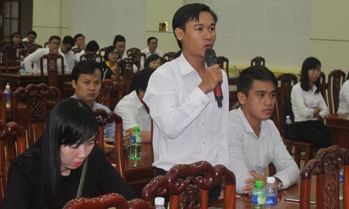 Các DN đặt câu hỏi với ông Đặng Văn Thành.