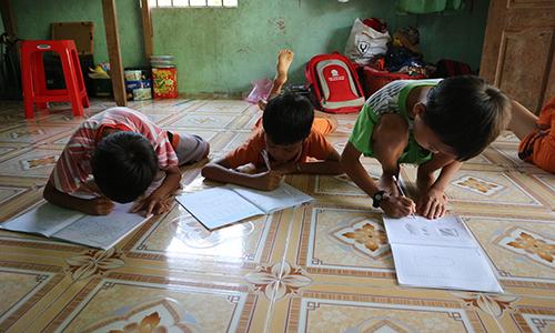 Các cháu rất thích đi học dù gia đình khó khăn