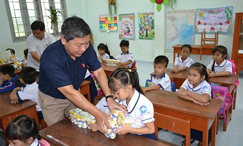 đại biểu Nguyễn Hoàng Mai, Phó chủ nhiệm Ủy ban các vấn đề xã hội của Quốc hội,