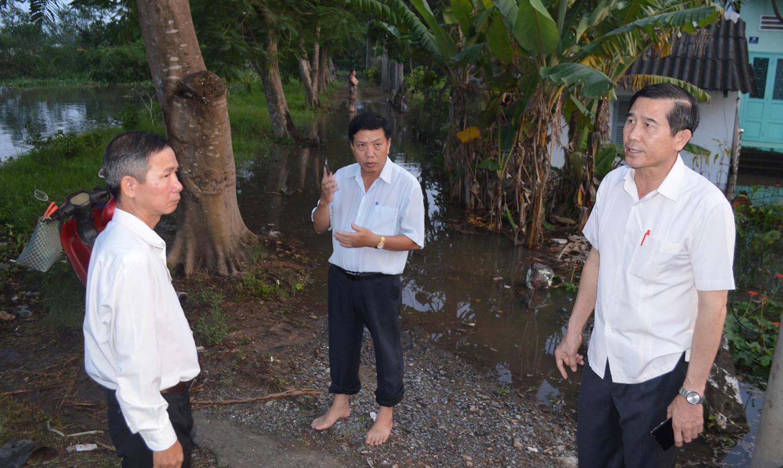 Chủ tịch UBND tỉnh Lê Văn Hưởng trực tiếp chỉ đạo chống triều cường tại cống Bảo Định, TP.Mỹ Tho