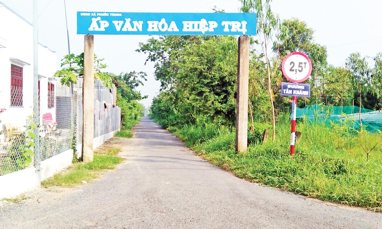 Đường Tân Khánh có chiều dài 2,34 km đã được cứng hóa 100%.