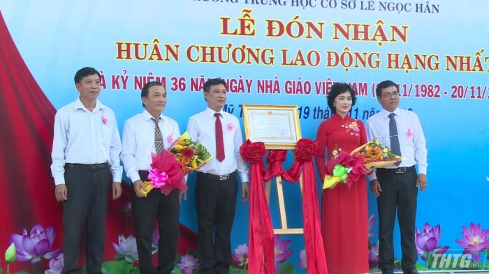 Truong Le Ngoc Han nhan huan chuong doc lap hang 1 5