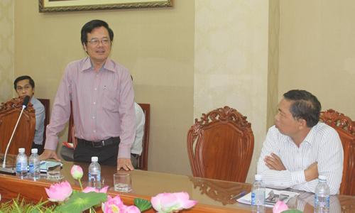 Phó Giám đốc Sở Y tế Tạ Văn Trầm phát biểu tại buổi làm việc.