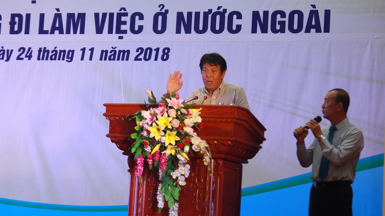 Ông SHINICHIRO MUTO, Chủ tịch nghiệp đoàn JW CENTRAL BUSINESS COOPERATIVE, tỉnh AICHI, Nhật Bản phát biểu về nguồn nhân lực trẻ dồi dào tại Việt Nam.