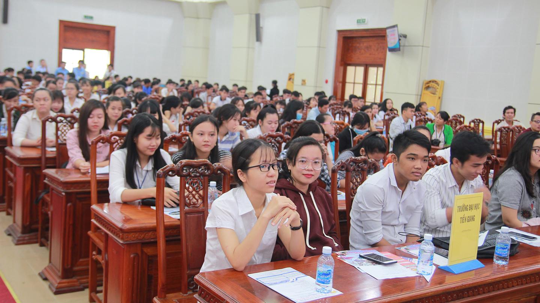 Diễn đàn giao lưu, tư vấn đi làm việc ở nước ngoài với các học sinh, sinh viên.