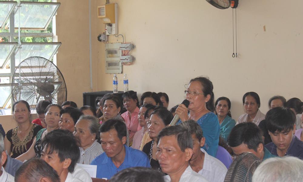 Người dân xã Phú Nhuận phát biểu ý kiến.