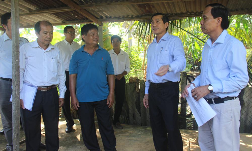 Chủ tịch UBND tỉnh Lê Văn Hưởng THT Bình Hưng.