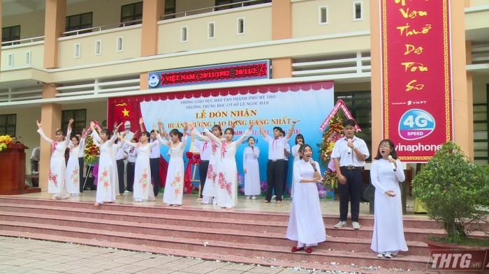 Truong Le Ngoc Han nhan huan chuong doc lap hang 1 2