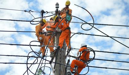 """""""Nhựa hóa"""" lưới điện: Giải pháp hạn chế sự cố về điện"""