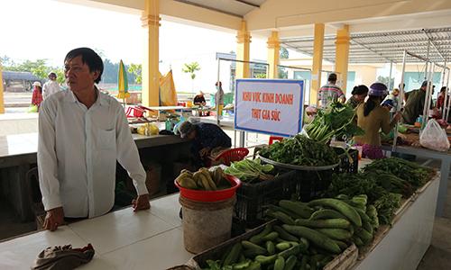 Chợ có trang bị bảng chỉ dẫn khu vực giúp khách hàng dễ tìm kiếm, lựa chọn