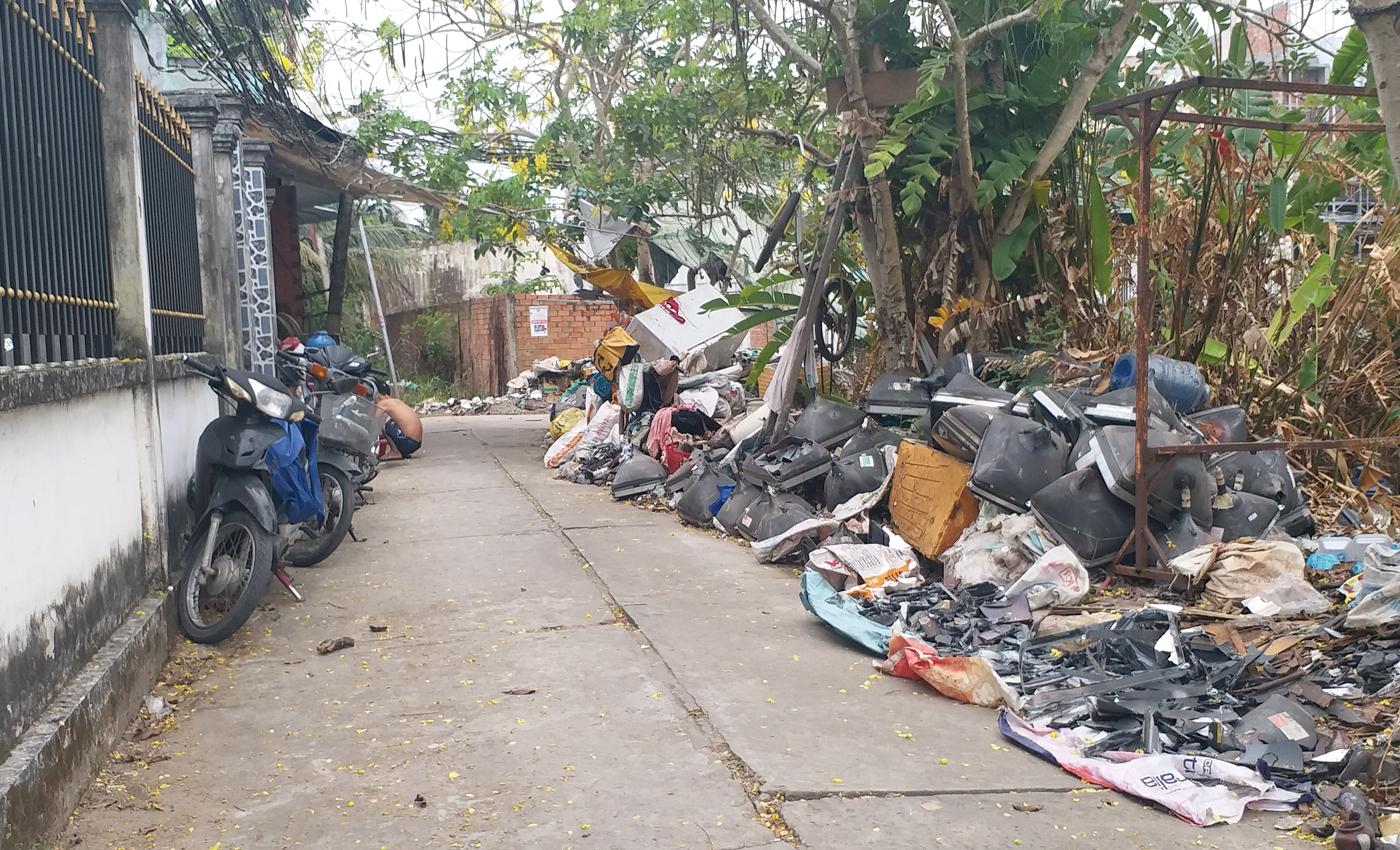 Cử tri xã Mỹ Phong kiến nghị cơ sở thu mua phế liệu tại ấp Mỹ Hưng gây ô nhiễm môi trường