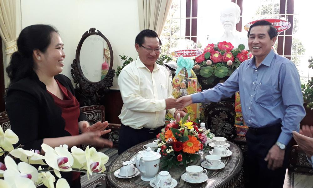 Chủ tịch UBND tỉnh Lê Văn Hưởng thăm, chúc tết Thành ủy Mỹ Tho.