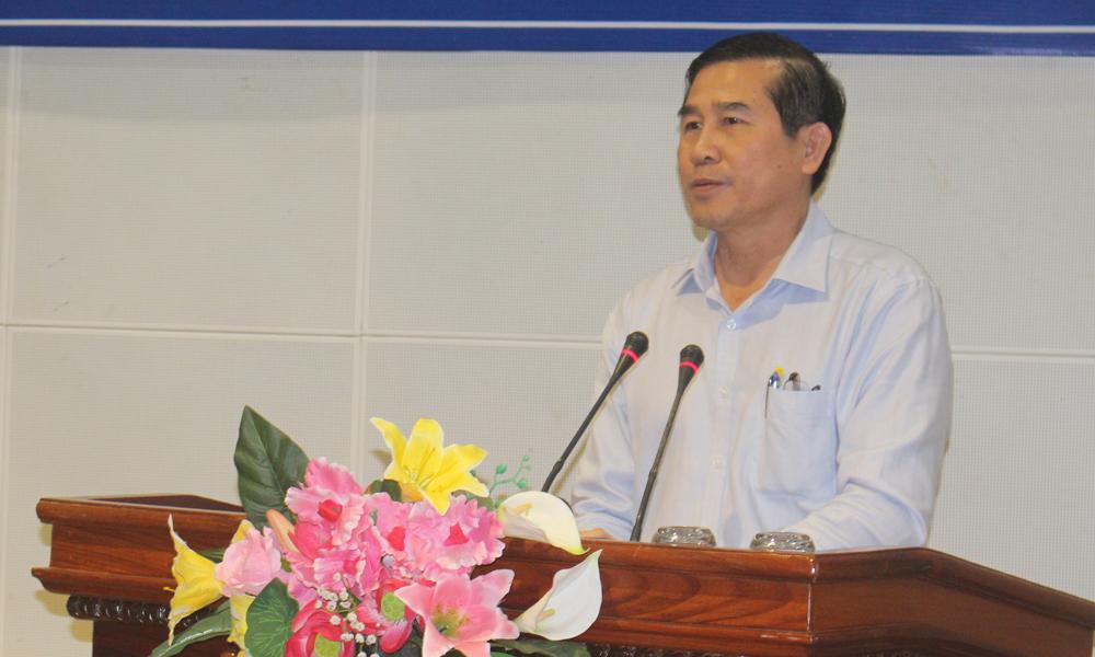 Chủ tịch UBND tỉnh Lê Văn Hưởng phát biểu tại hội nghị.