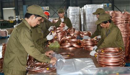 Nhóm hàng công nghiệp tiếp tục giữ vị trí hàng đầu trong cơ cấu xuất khẩu của tỉnh.Ảnh: N.T
