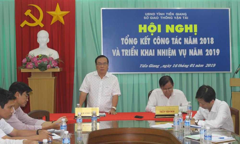 Phó Chủ tịch UBND tỉnh Phạm Anh Tuấn phát biểu tại hội nghị.