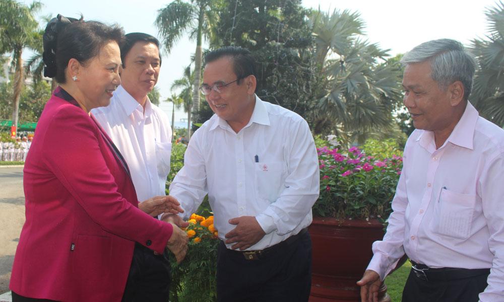 Chủ tịch Quốc hội Nguyễn Thị Kim Ngân chào lãnh đạo tỉnh.