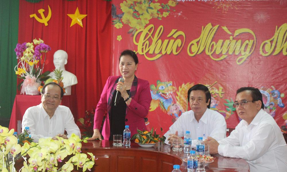 Chủ tịch Quốc hội Nguyễn Thị Kim Ngân phát biểu tại chuyến thăm, chúc tết tại Bệnh viện Đa khoa trung tâm tỉnh.
