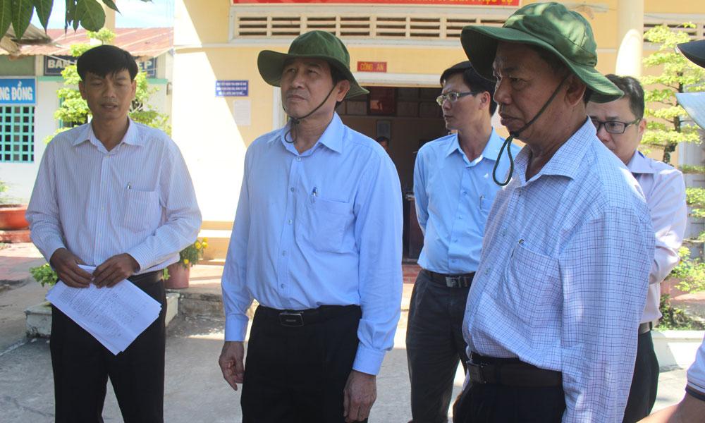 Chủ tịch UBND tỉnh Lê Văn Hưởng kiểm tra tình hình cấp nước sinh hoạt tại xã Thạnh Lộc.