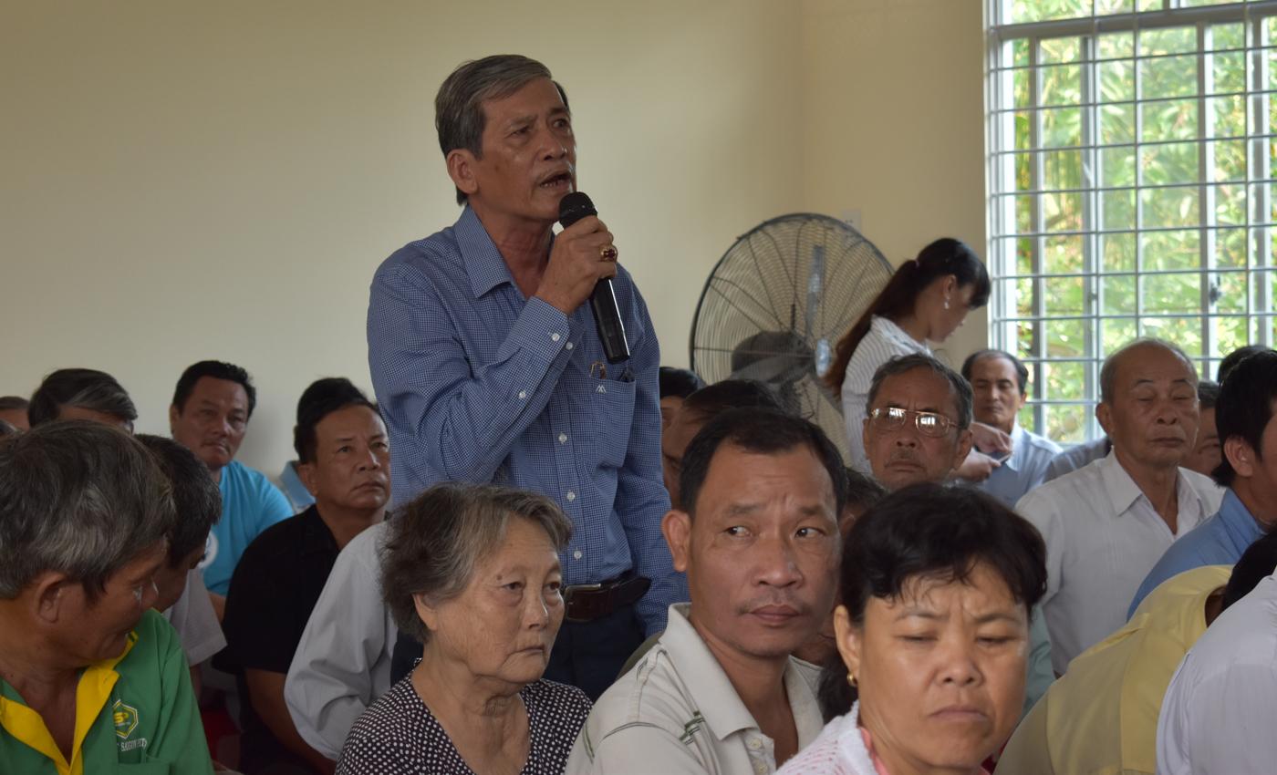 Người dân xã Long Vĩnh phát biểu ý kiến