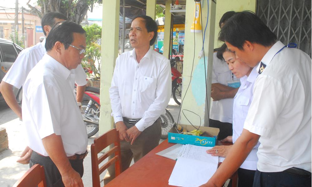 Kiểm tra chốt kiểm dịch động vật thuộc huyện Chợ Gạo quản lý.