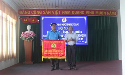 Công đoàn Viên chức Tiền Giang nhận Cờ thi đua của Tổng LĐLĐ Việt Nam
