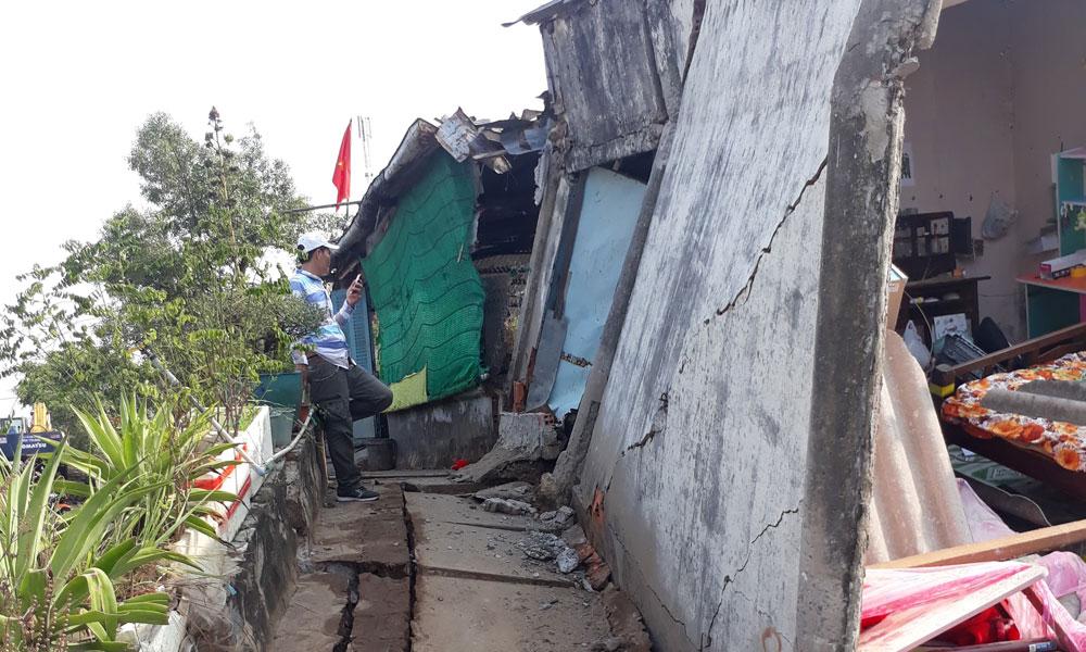 Hiện trường vụ sụt lún tại ấp Đèn Đỏ, xã Tân Thành.