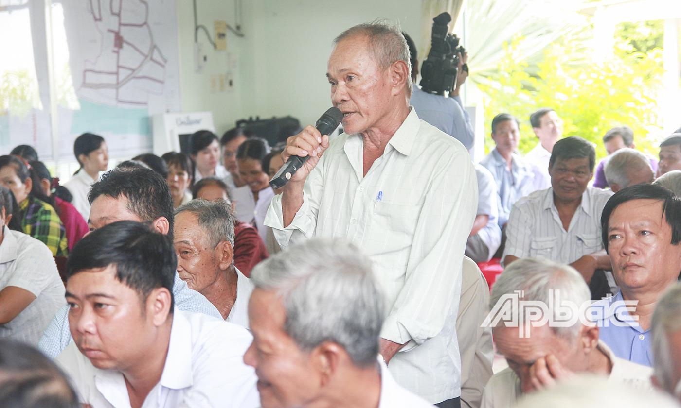 Người dân xã Hòa Định, huyện Chợ Gạo phát biểu ý kiến.