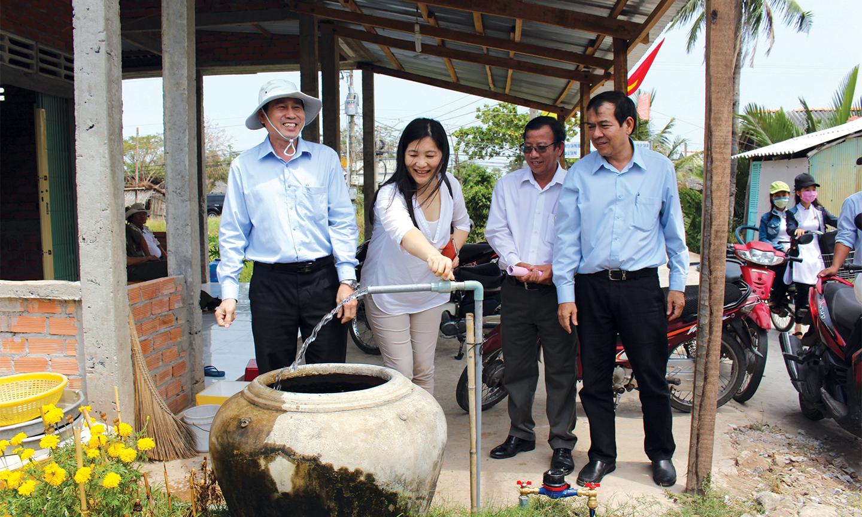 Những năm qua, tỉnh luôn nỗ lực đưa nước sinh hoạt về các huyện, thị phía Đông.                                                      ảnh: MINH THÀNH