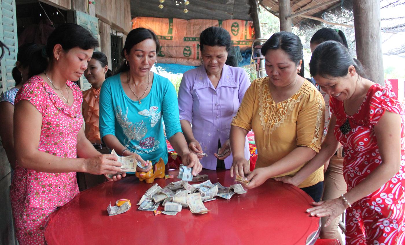 Mô hình tiết kiệm nuôi heo đất của cán bộ, hội viên phụ nữ