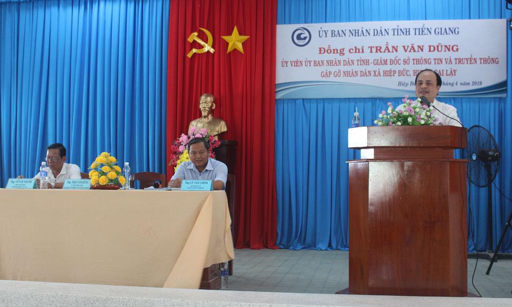 Giám đốc Sở Thông tin và Truyền thông Trần Văn Dũng phát biểu tại buổi gặp gỡ nhân dân xã Hiệp Đức.