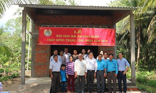 Trao Mái ấm Công đoàn tại huyện Châu Thành