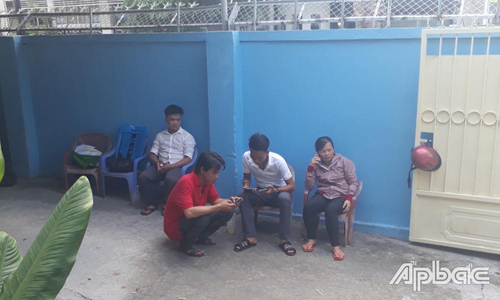 Người nhà nạ-n nhân ở Bệnh viện Đa khoa trung tâm Tiền Giang.