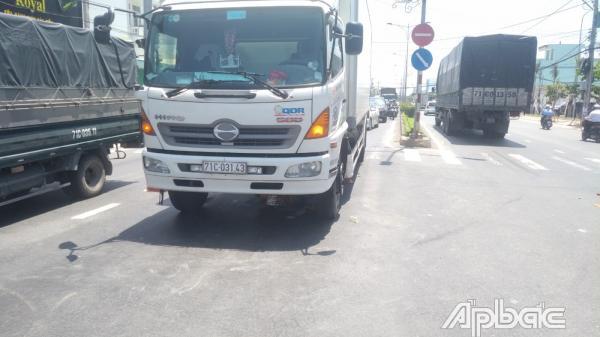 TP. Mỹ Tho: Tai nạn giao thông, 1 người kẹt dưới gầm xe tải