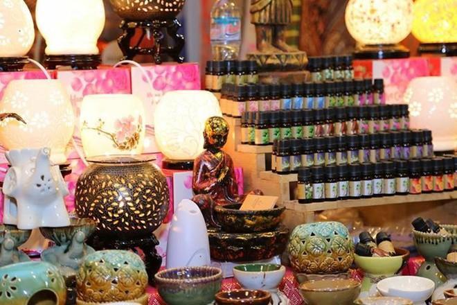 Hội chợ mang đến nhiều mặt hàng nhập khẩu từ Thái Lan.