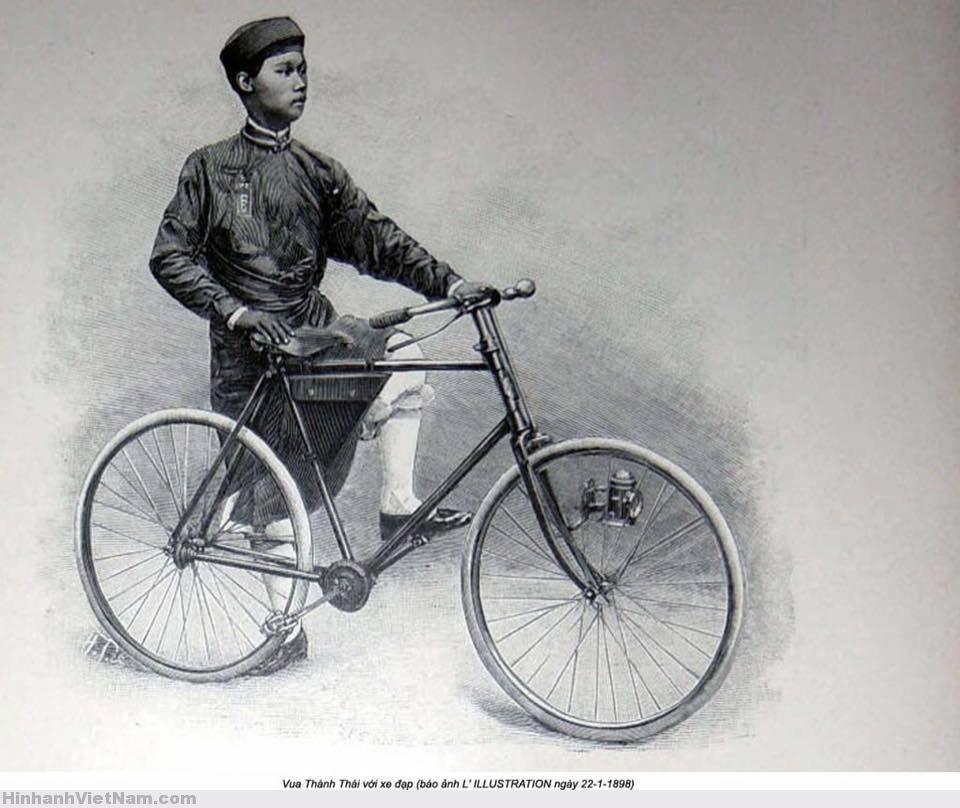 Vua Thành Thái, người Việt Nam sở hữu chiếc xe đạp. (Ảnh tư liệu)