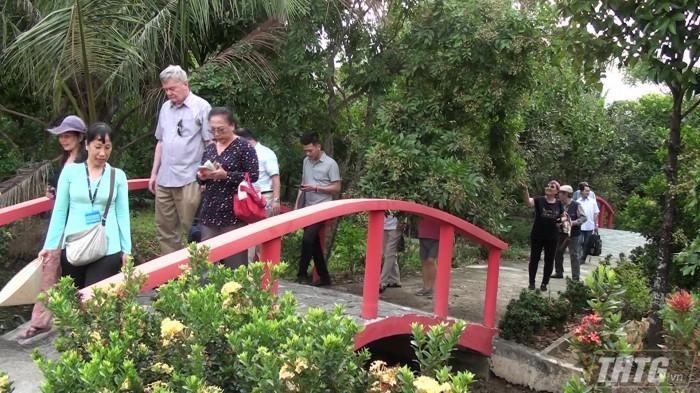 Trại rắn Đồng Tâm và cồn Thới Sơn là hai địa điểm thu hút khách du lịch khi đến với Tiền Giang. Ảnh: Công Luận