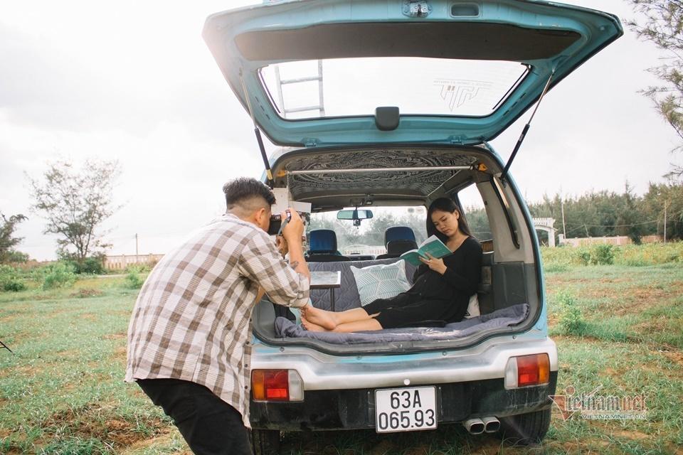 Anh Huỳnh Lý Hùng và vợ đang mong chờ đứa con đầu lòng ra đời sẽ tham gia chuyến dã ngọai với chiếc Suzuki Wagon R 2003 tiện ích này.