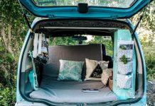 Chiếc ô tô Suzuki Wagon R đời 2003 của vợ chồng anh Huỳnh Lý Hùng (Tp Mỹ Tho, Tiền Giang) trông như mới với màu sơn xanh dương hiền hòa (ảnh: Nhân vật cung cấp)