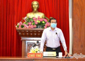 Chủ tịch UBND tỉnh Lê Văn Hưởng phát biểu tại phiên họp.
