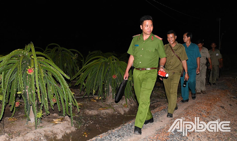 Công an xã tuần tra giữ gìn ANTT trên địa bàn xã.