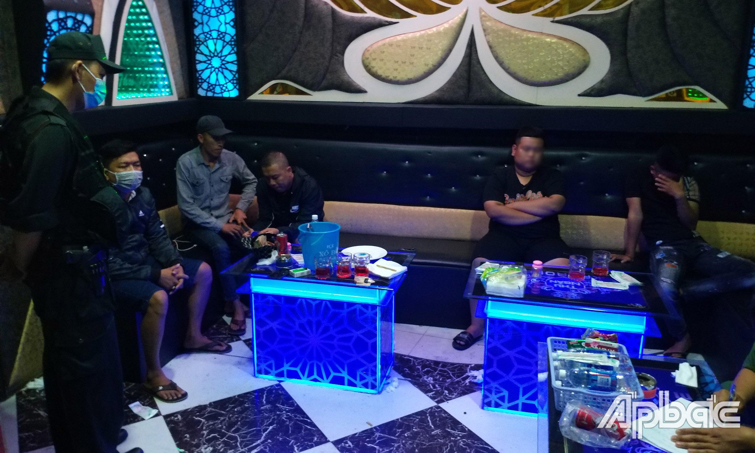 Số người có mặt tại quán karaoke T. N.