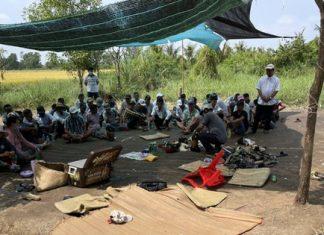 Che bạt lớn để đá gà, lắc bầu cua, 41 người bị bắt tại trận